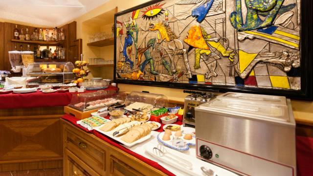 Hotel-Forte-Roma-breakfast-39